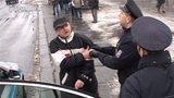 Demonstraci státních zaměstnanců narušoval opilý muž