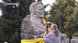 Nábřeží se těší na sochaře, Ulrich se odstěhoval